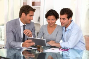 tablet pc woman man businessman indoor contrat